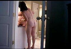 Drag młoda kobieta publicznie zgodziła krótkie filmy erotyczne za darmo się ze starym Kogutem.